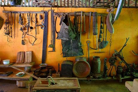 Galeria com acervo cultural histórico, com peças da época da colonização italiana em Santa Teresa