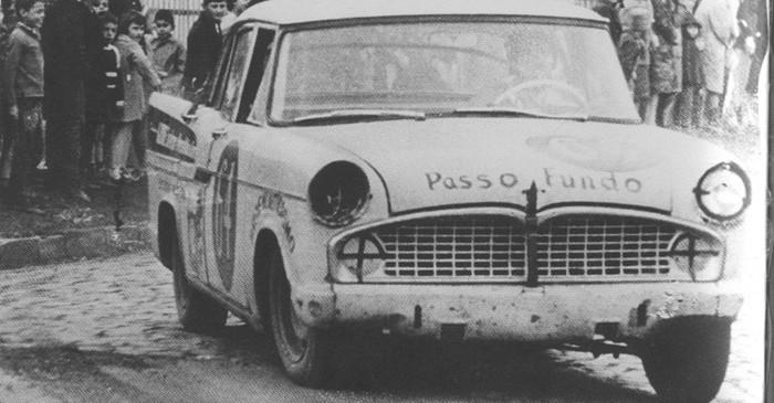 Prova 300 Quilômetros de Passo Fundo, RS, em 1968 Simca n°64 de Rui Menegaz