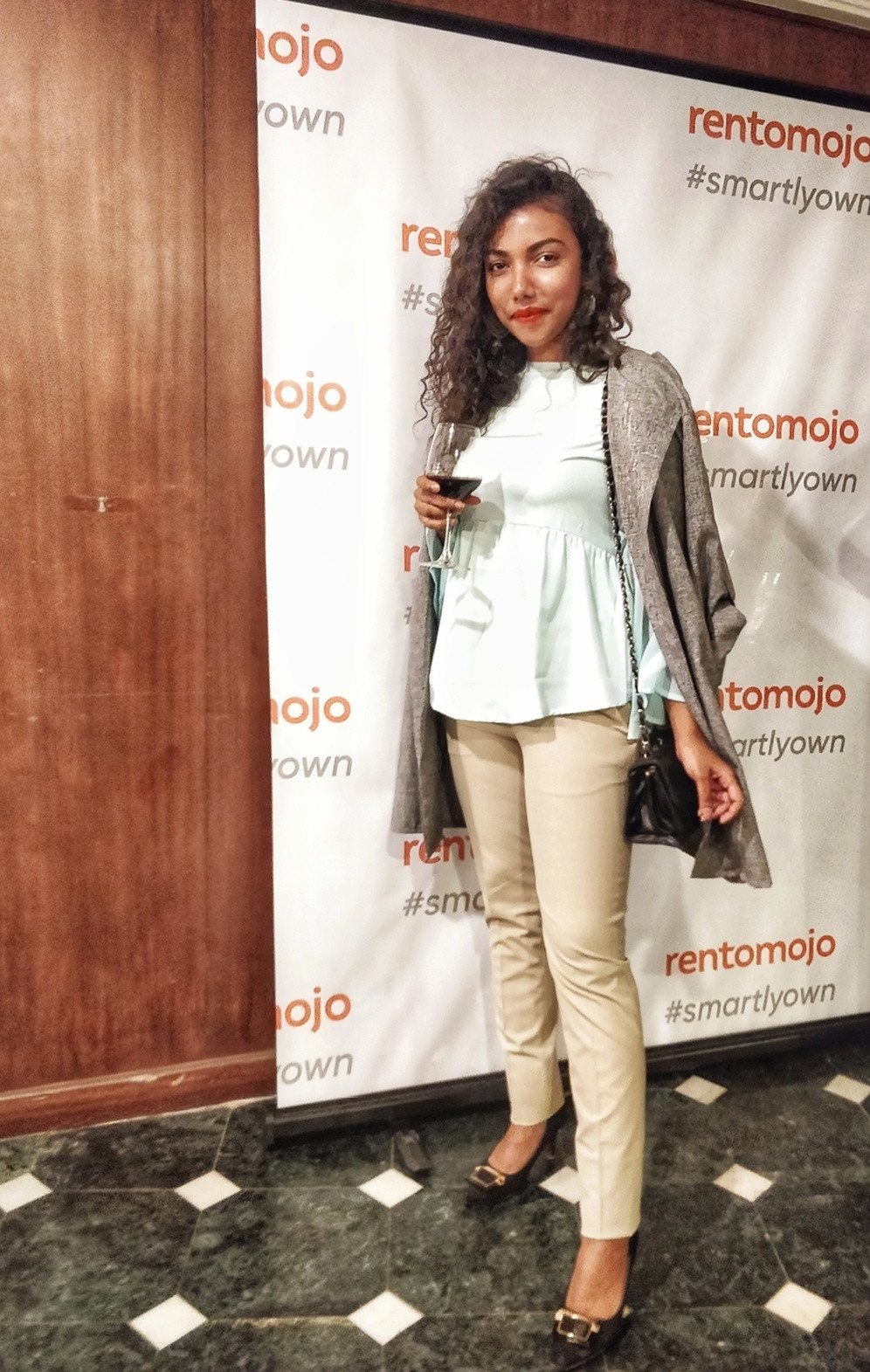 The Curly Mode, Rentomojo