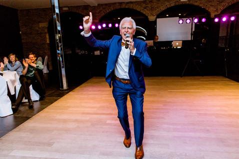 Huwelijksfotografie zingende opa
