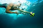 Wasserball-Spieler mit Ball