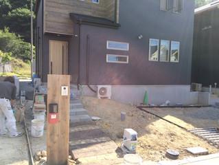 箕面市森町中3丁目で新築外構をしています。