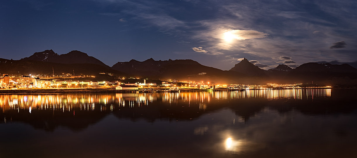 Ushuaia moonrise, Panorama, Cape Town