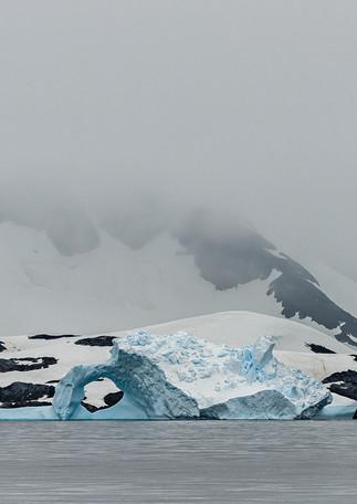 Iceberg and mountians, Graham Passage