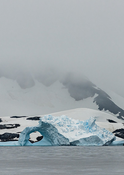Iceberg and mountians, Graham Passage