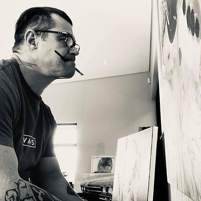 Abstract painter portraits Jimmy Law is a South African artist born in 1979 in Bloemfontein, Orange Free State. He has a diploma in graphic design from the Technicon, Orange Free state.  Initially, he worked in a printing company for clothes and surfboards in Woodstock, then he became a freelance illustrator in the world of comics.  He practiced painting on the side but in 2008, he decided to dedicate himself to painting. In 2010, he drastically changed his approach and began to paint with large paint brushes. Indeed, he changed his style in a radical manner, moving from photo-realism to a more energetic type of painting, while being extremely accurate for the most important elements in his paintings, a look which was detached from his portraits and realized nudes in oil paint or acrylic.  His paintings are presented in several private collections around the world.