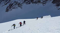 ski-mountaineering-1375016_1920.jpg