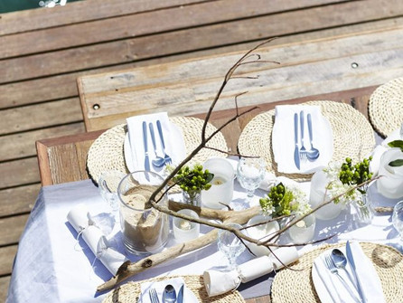 Excite your guests with a gorgeous looking Christmas table!