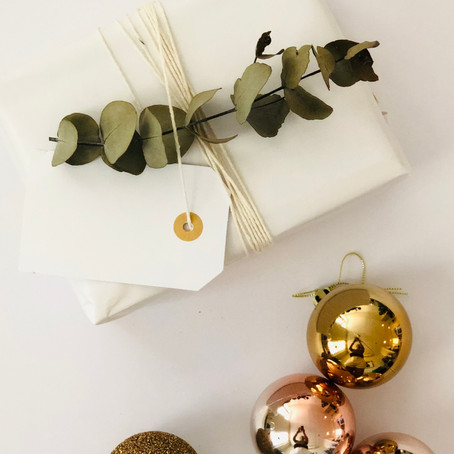 Minimal and stylish Christmas present wrapping inspiration
