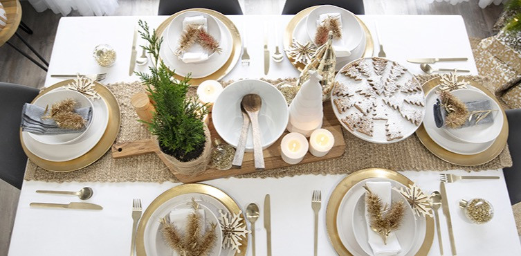 Stunning gold and white Christmas table settings with timber plant pot, timber serving spoons and gold plate platewear for Australian Christmas