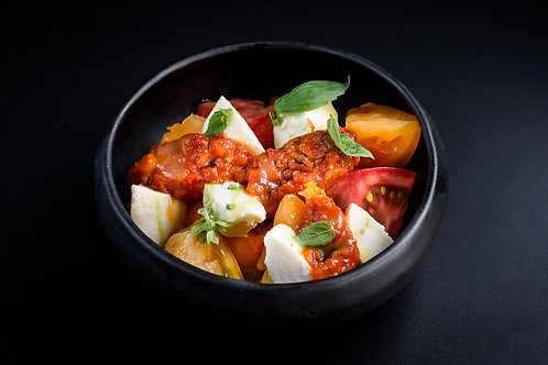 Salata mozzarella, rosii si zacusca