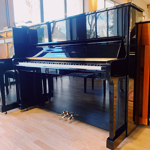 Piano d'occasion Yamaha modèle U10BL Noir vue de face ouvert