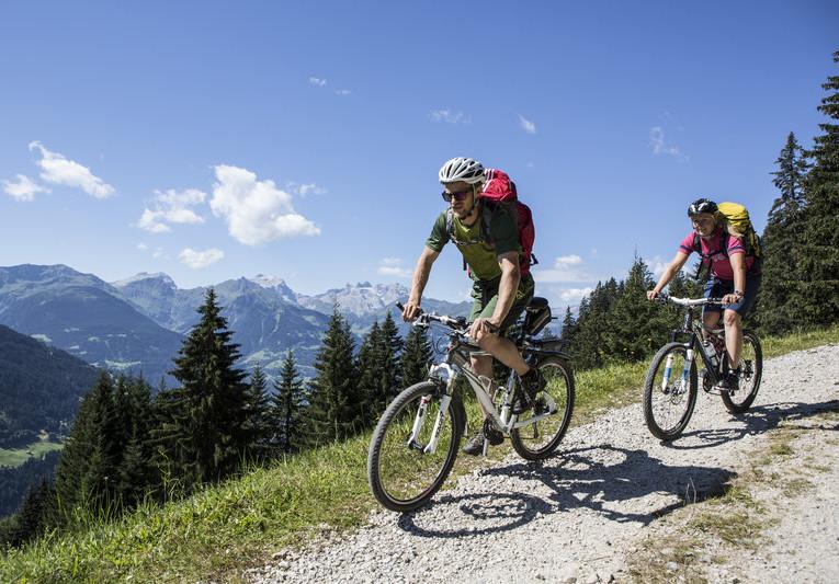 Mountainbiken_in_Barthomomäberg_(c)_Daniel_Zangerl_-_Montafon_Tourismus_GmbH,_Schruns.jpg