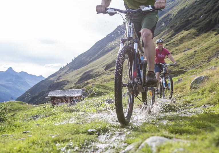 Mountainbiken im hinteren Silbertal (c) Daniel Zangerl - Montafon Tourismus GmbH, Schruns