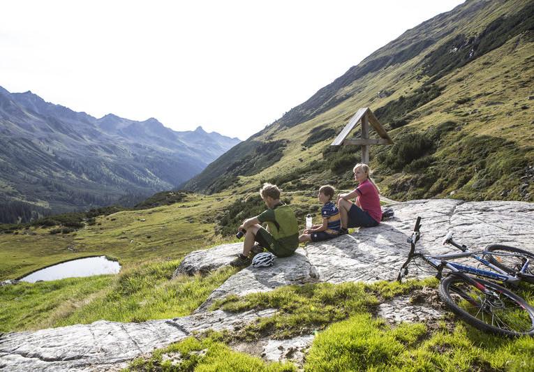 Mountainbiken im hinteren Silbertal (c) Daniel Zangerl - Montafon Tourismus GmbH, Schruns.