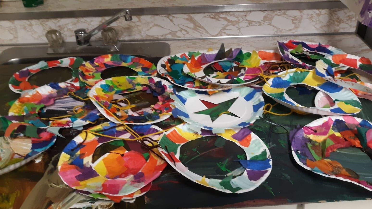 Wreath paper plates