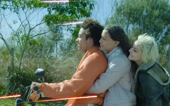 4. ALICE JUNIOR - BEIJA FLOR FILMES .jpg