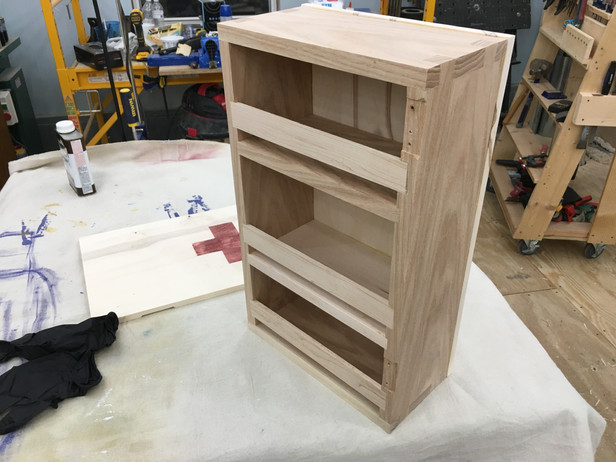 Hinges and finishing.