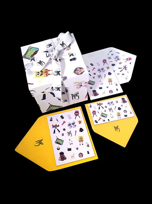 Diseño tarjetas y aplicación de estampado en sobres y cajas.
