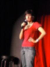 Esta soy yo la primera vez que hice stand up. Montevido, 2009.
