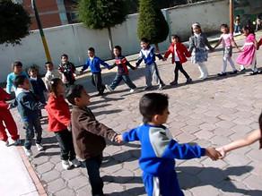 El juego de las estatuas en Perú