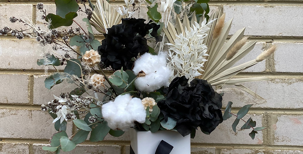 Black Beauty | Dried Arrangement