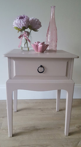 Stag Minstrel Bedside Table
