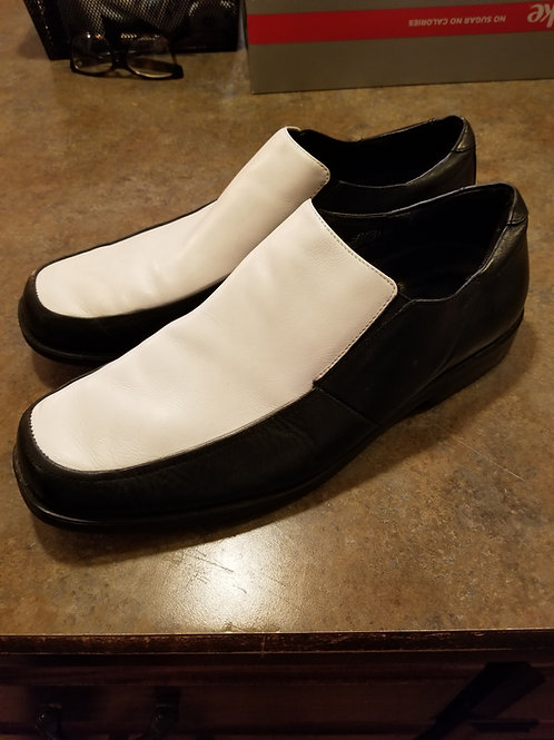 Two-Toned 50's Shoes from Lansky's
