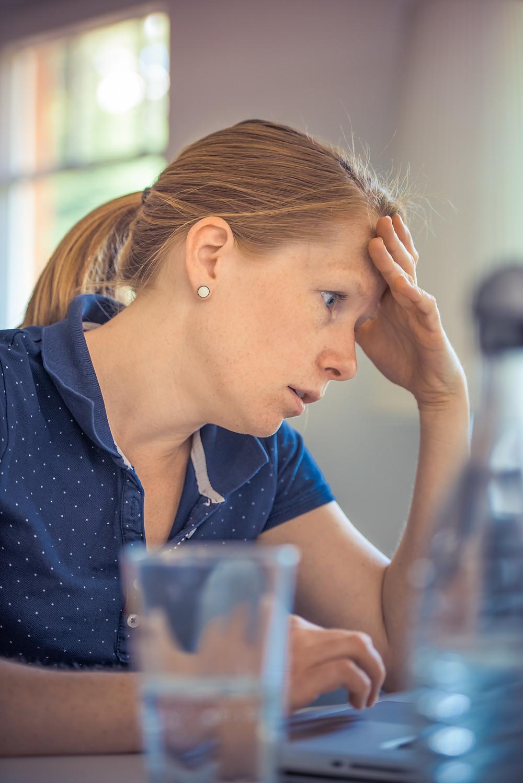 Nie tylko nadmiar pracy powoduje wypalenie zawodowe.