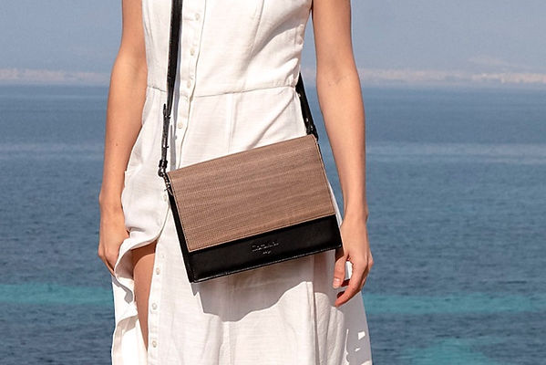 maravillas bags, wooden bags, bags made from wood, handbag, brown and black, ocean, woman, white dress