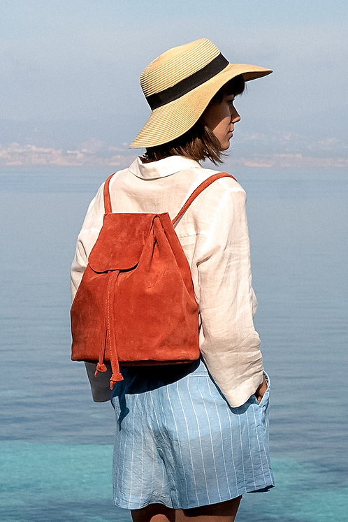 Maravillas Bags, Mia, backpack, red, minimalistic, suede leather, handcrafted in Spain, eco leather