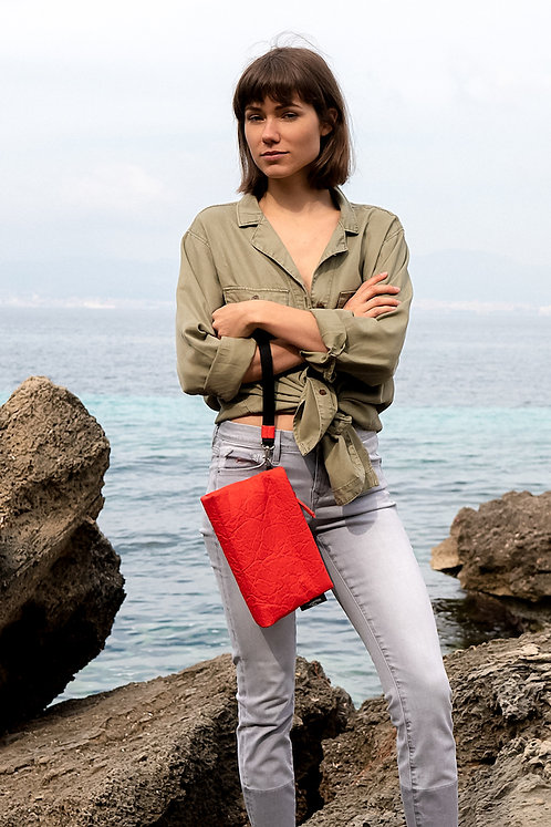 maravillas bags, pinatex, vegan, red, pineapple leather, handmade, bumbag, hip bag, clutch, cross body bag, Mallorca, Spain