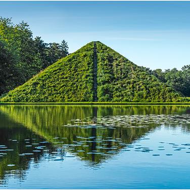 Park-Branitz-Pyramiden-9590 Kopie.png