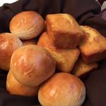 soft rolls and corn bread.JPG