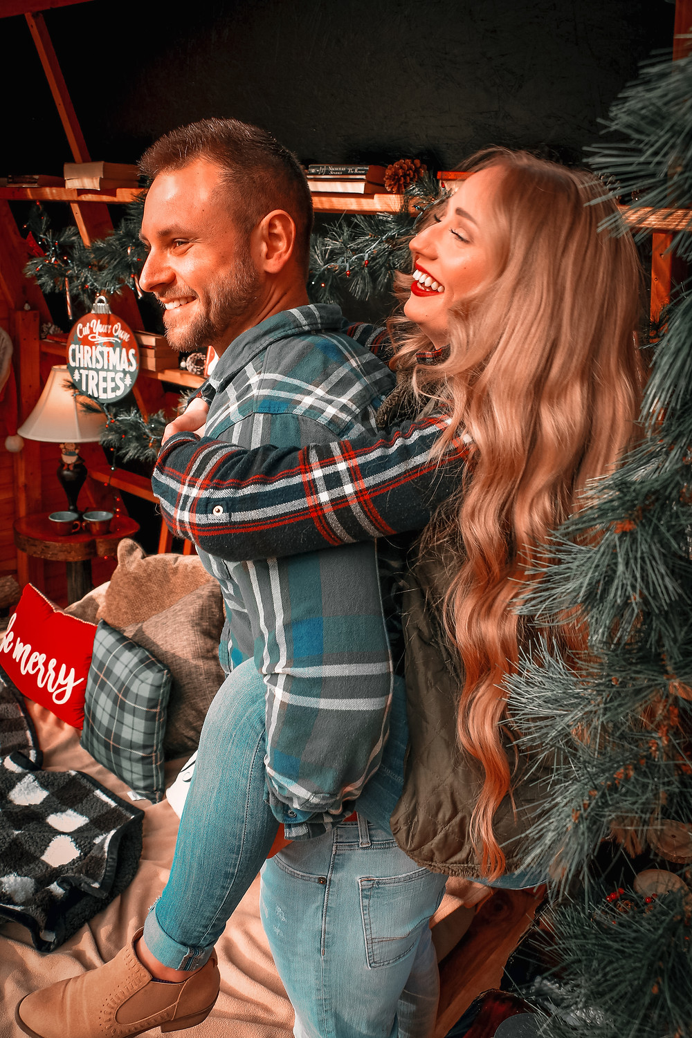 Christmas, Holidays, Christmas Inspiration, Christmas photos, Christmas photoshoot, holiday photos, holiday photoshoot, photography, tis the season, couples, tinder, tinder date, tinder love, anniversary, Acorn Tree Studio