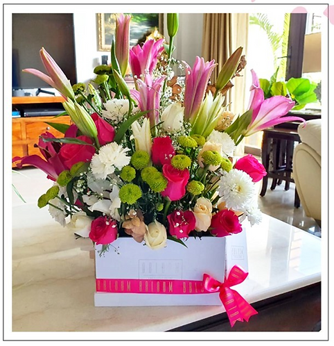 Statement Lilies in a cube