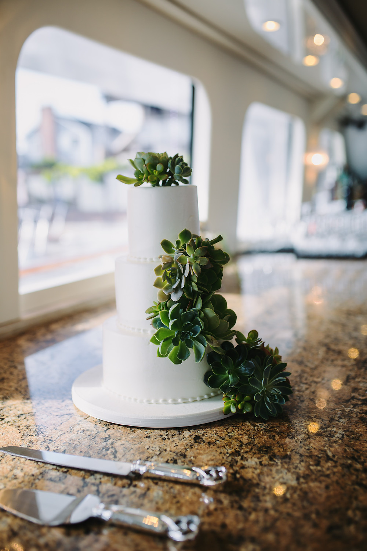 Non-traditional Wedding Cake Ideas