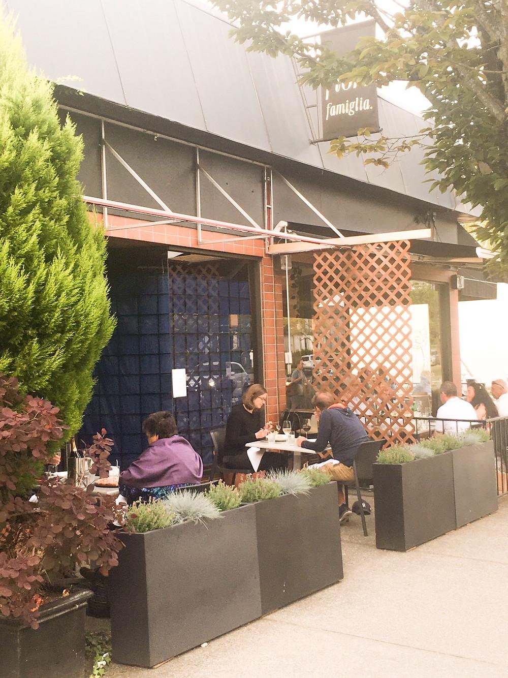 在臨時計畫的支持下,餐廳拓展了室外用餐的空間