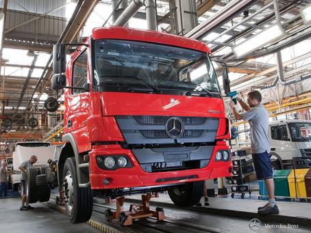 Mercedes-Benz vai paralisar produção de veículos no Brasil