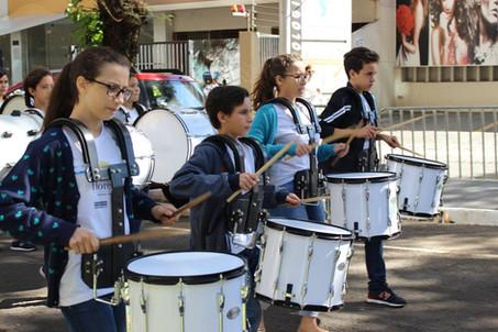 Programa Florescer marca presença no desfile de aniversário de Maringá (PR)