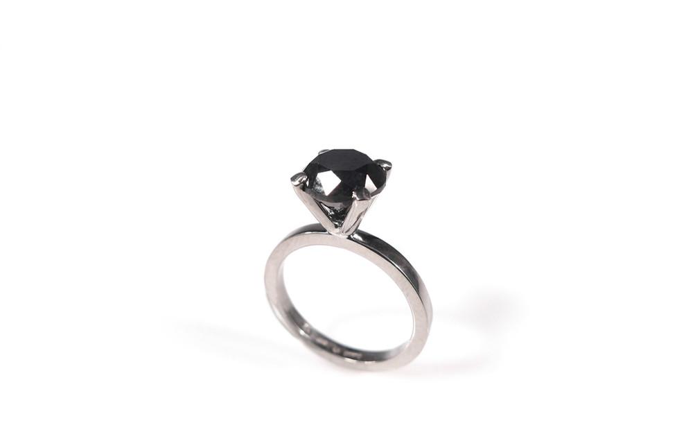 White gold_black diamond.jpg