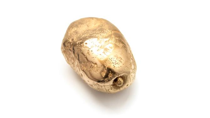 Potato brooch by Elin Flognman