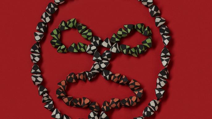 Necklace by Manon van Kouswijk