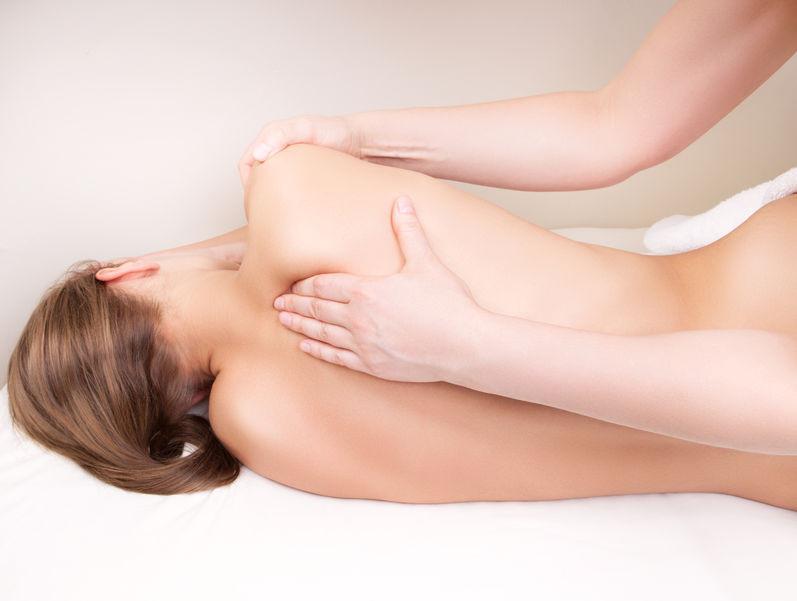 Massage des tissus profonds à Laval