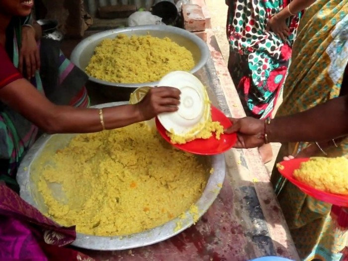 project_32556_food_relief_maxresdefault-700x525.jpg