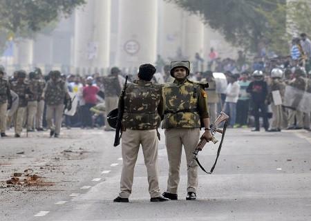 दिल्ली का माहौल बेहद चिंताजनक हिंसा किसी भी समाधान का हल नहीं आपसी भाई चारा बनाये और अफवाहों से बचें