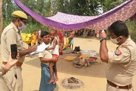 इलाके में बारिश होने की फरियाद लेकर पांच दिन से तप पर बैठी मासूम को हटाया