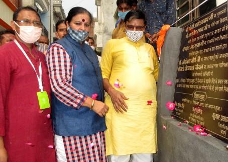 नेकपुर में नगर विकास राज्यमंत्री महेश चन्द्र गुप्ता ने सड़क का किया शिलान्यास