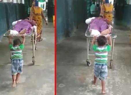 UP: देवरिया जिले में  30 रुपये नहीं देने पर मासूम से खिंचवाया स्ट्रेचर, वीडियो हुआ वायरल