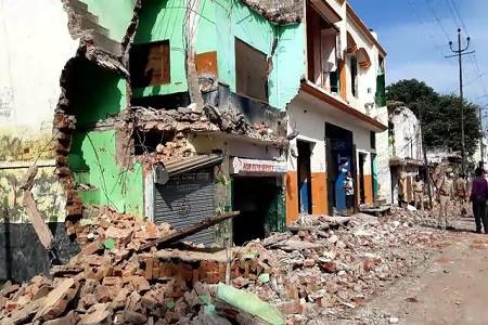 हर तरफ से हताश मायूस गद्दी चौक के दुकानदार अब टूटी हुई दुकानें खुद कर रहे दुरुस्त